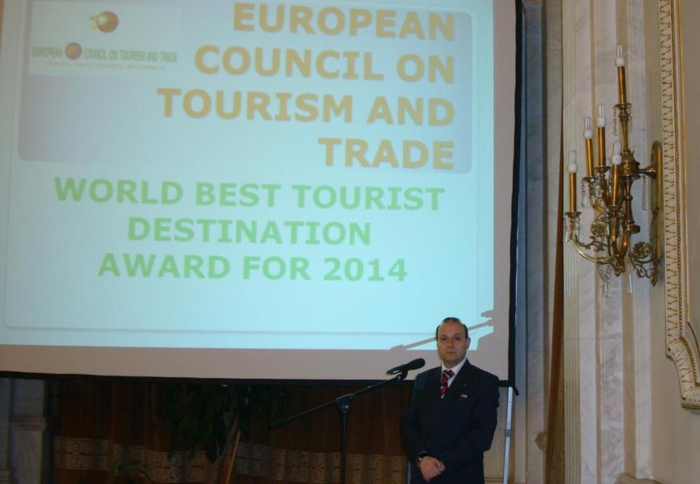 President Anton Caragea declares Zimbabwe as winner of World Best Tourist Destination Award fro 2014