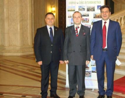 President Anton Caragea has a photo taken with participants