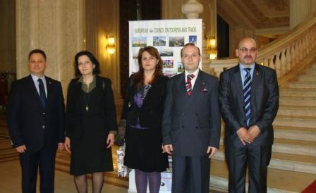 President Anton Caragea has a photo taken with participants1