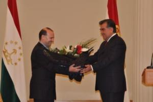 professor-anton-caragea-receives-flowers1