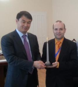 ECTT President receives Shymkent Statue from Akim