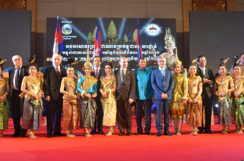 ECTT President Dr. Anton Caragea on the platform of Cambodia-Favorite Cultural Destination takes a photo with Royal Cambodian Ballet